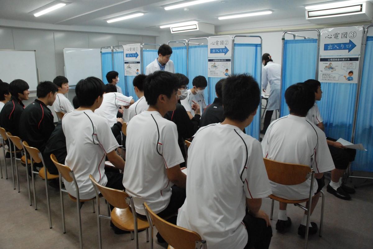 内科・歯科検診と身体計測が行われました。