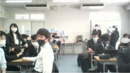 AIロボットについて議論する生徒たち